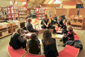 junior lecture en bibliothèque